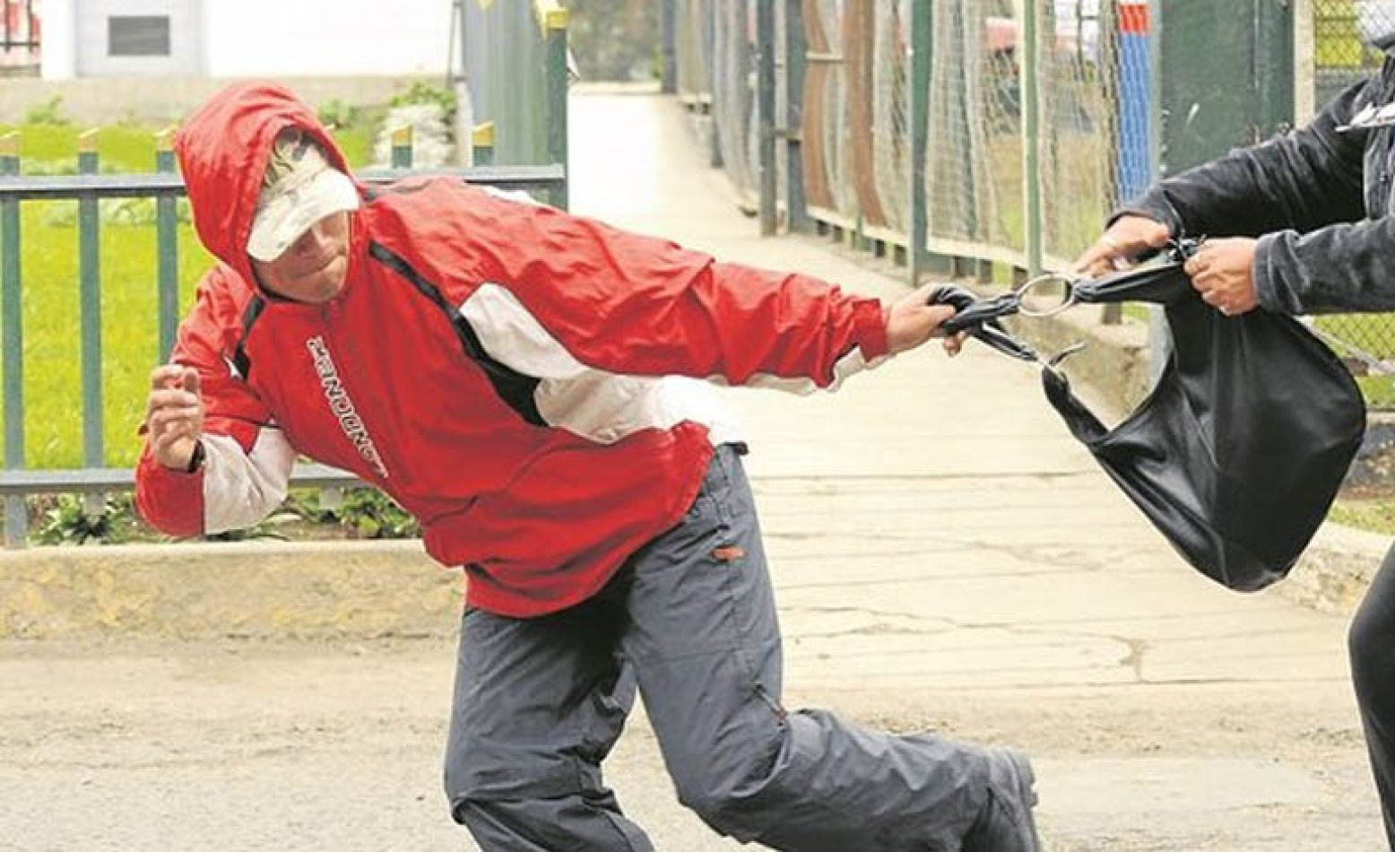motochorros-le-robaron-15-mil-pesos-a-una-feriante
